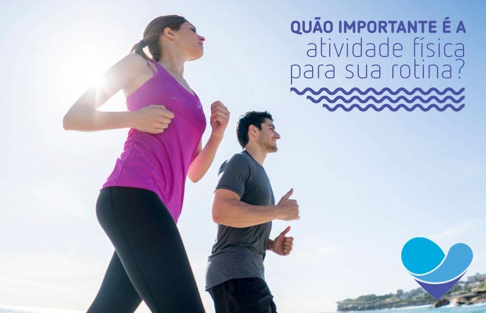 pessoas correndo demonstrando importância da hidratação na atividade física