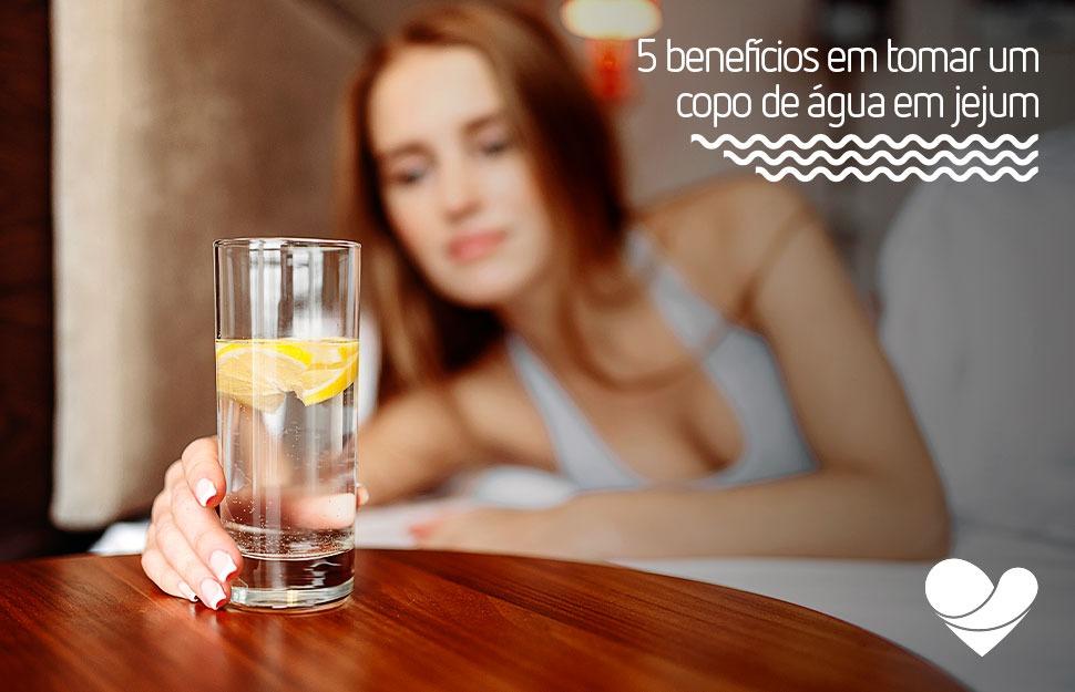 Aprenda a importância de tomar água em jejum