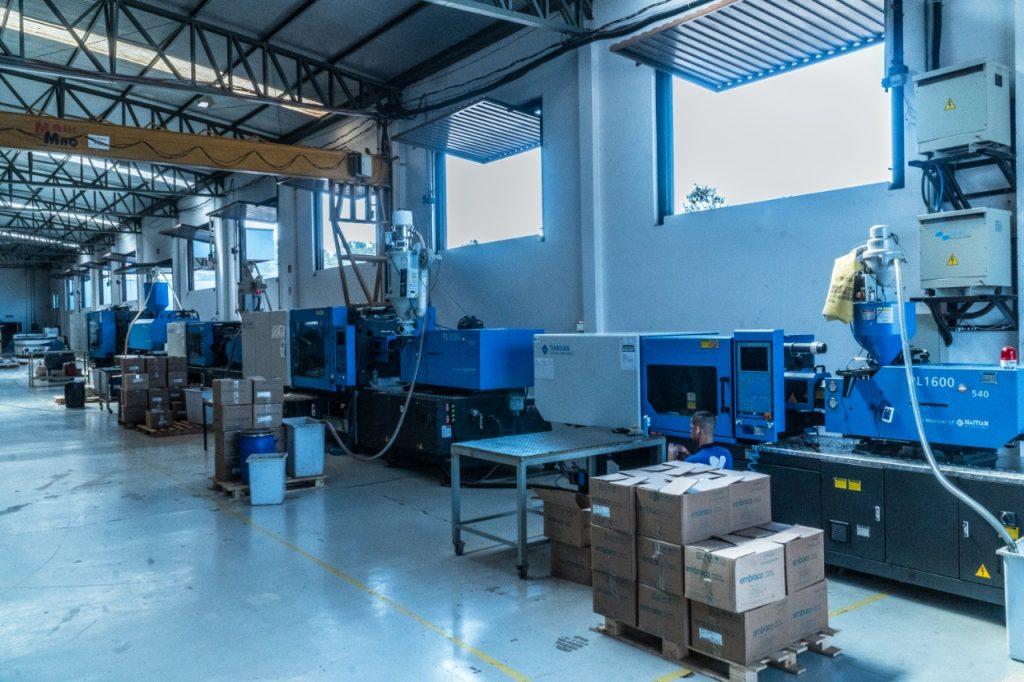 Processo de verificação de lotes das peças plásticas desenvolvidas na produção da Cânovas.